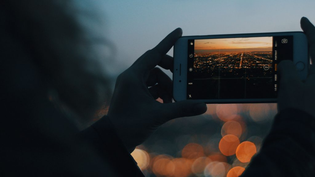How To Zoom On The iPhone Camera